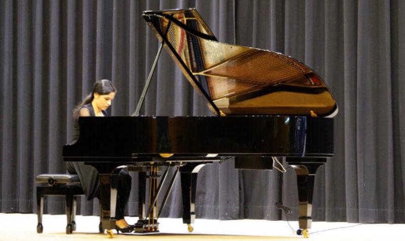 Einav Yarden am Klavier