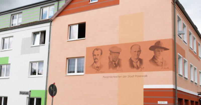 Pasewalker Fassade mit berühmten Persönlichkeiten